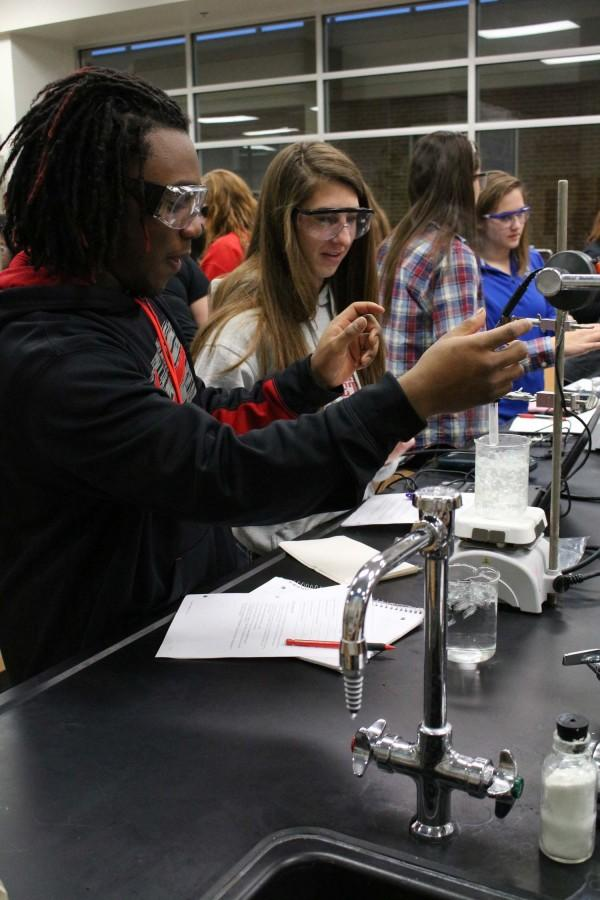 Senior Cardell Tucker and junior Lexi Van Baale measure the temperature of the water for a lab on Jan. 22.