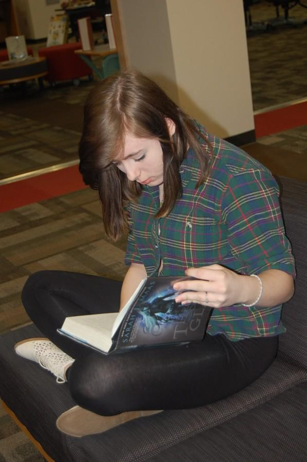 Junior Brittany Hayes reads a book in the library on Jan. 13. Hayes did not have much time on her hands last year, so she plans on reading 50 books by 2017.
