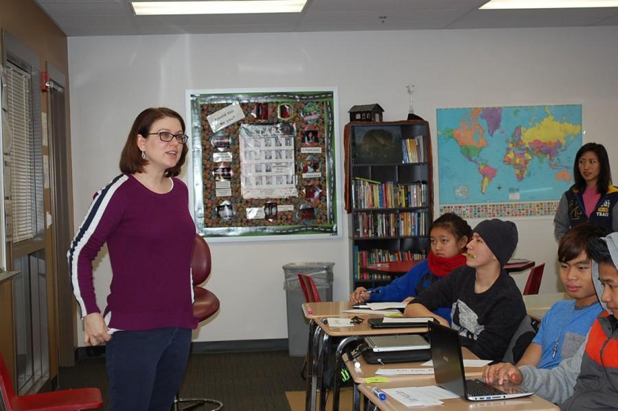 El teacher Mrs. Peddie prepare her students for ACCESS test. EL sayamah Peddie nih siangngakchia hna camipuai caah a bawmh lio.