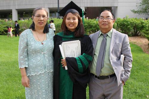Burmese born became the first Chin medical doctor in U.S. Photo given by Irene Nunuk. ( Irene Nunuk hi a hmaisabik U.S ih um laimi lakah sibawi tuansuak tu a si. Michigan khua 2015 Spring ah Medical Doctor cu a lak. Himi zuk hi amah Nunuk ih siannak in hman mi a si. )
