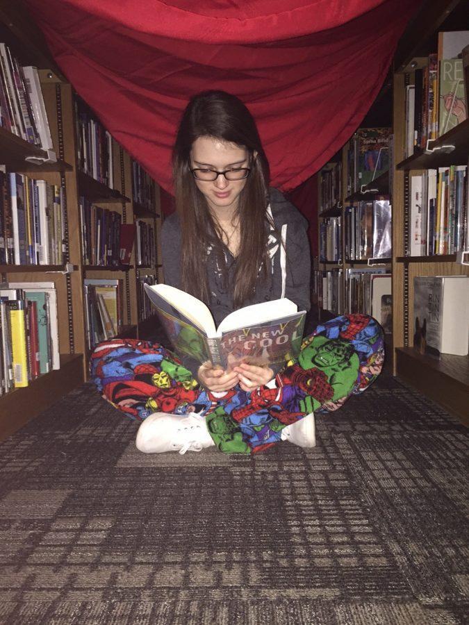 Freshman+Victoria+Fitzgerald+is+reading+the+IMC.