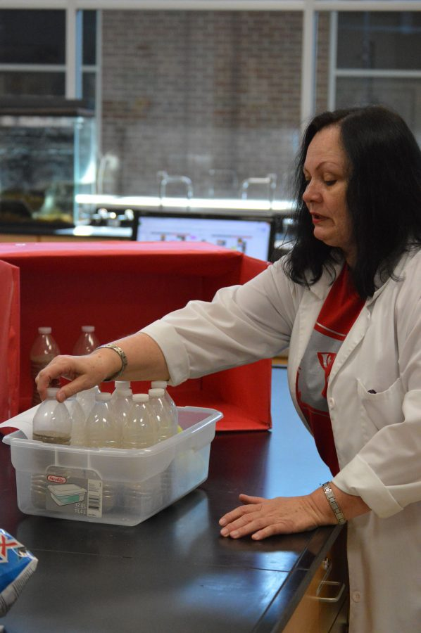 Ljubica Jordanovic sets up a lab for an incoming class on Sep. 3. She frequently prepares the labs for classes to use in the science lab.