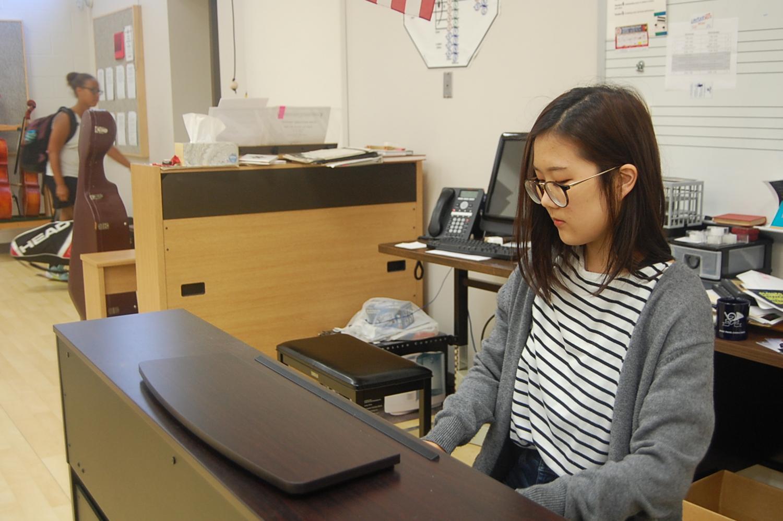 Senior Lydia Mun plays