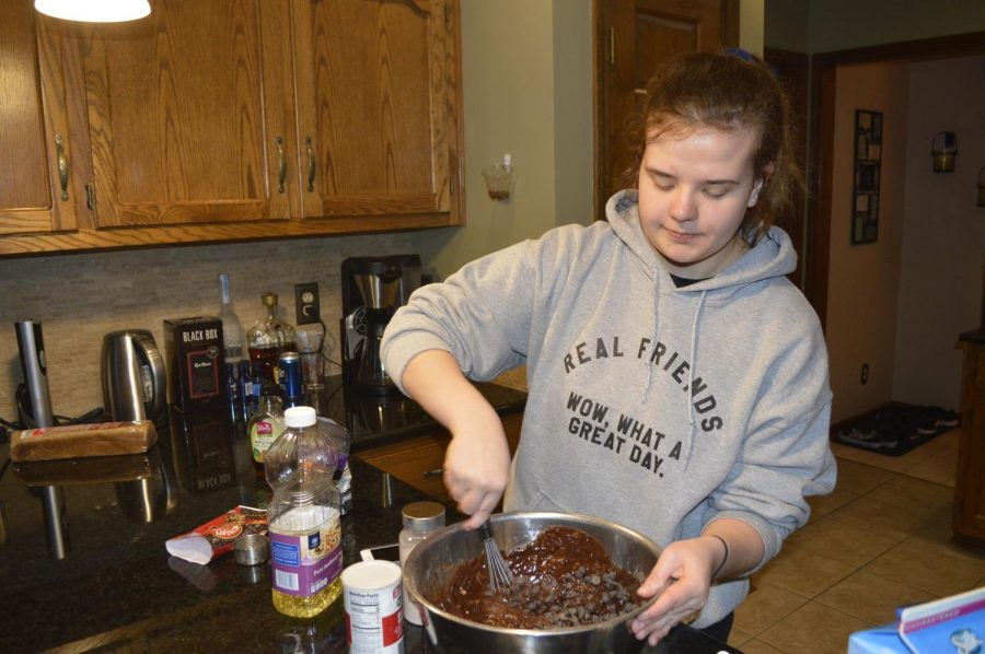On Jan. 20, senior Olivia Barnett cooks vegan brownies. Barnett is a part of the 6 percent of Americans who are vegan. For her, one challenge she has faced is her love for baking since many traditional recipes are not vegan.