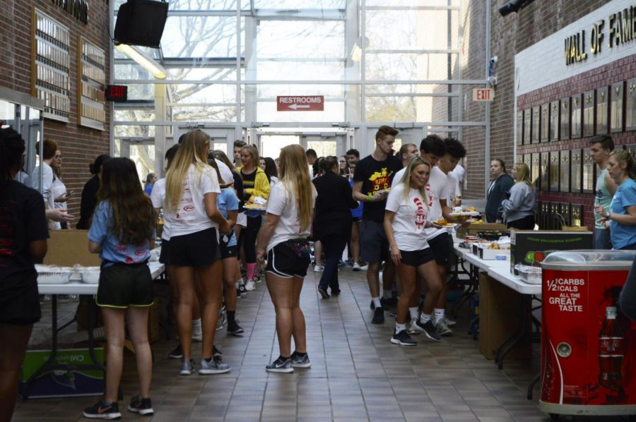 Students gather in the atrium at dinner time. The catering committee works towards asking restaurants to donate food to the marathon. This year restaurants such as Jaggers, McAlister's and White Castle gave food.