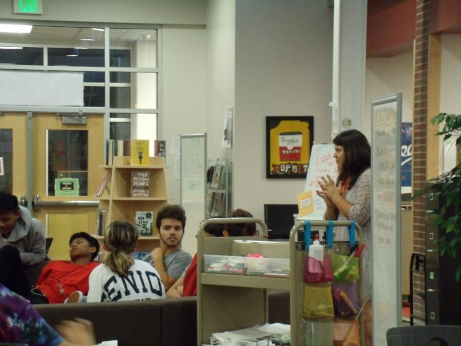 SHS librarian Tara Foor works with students in the IMC. Foor has much in store for the Reader's club this year.