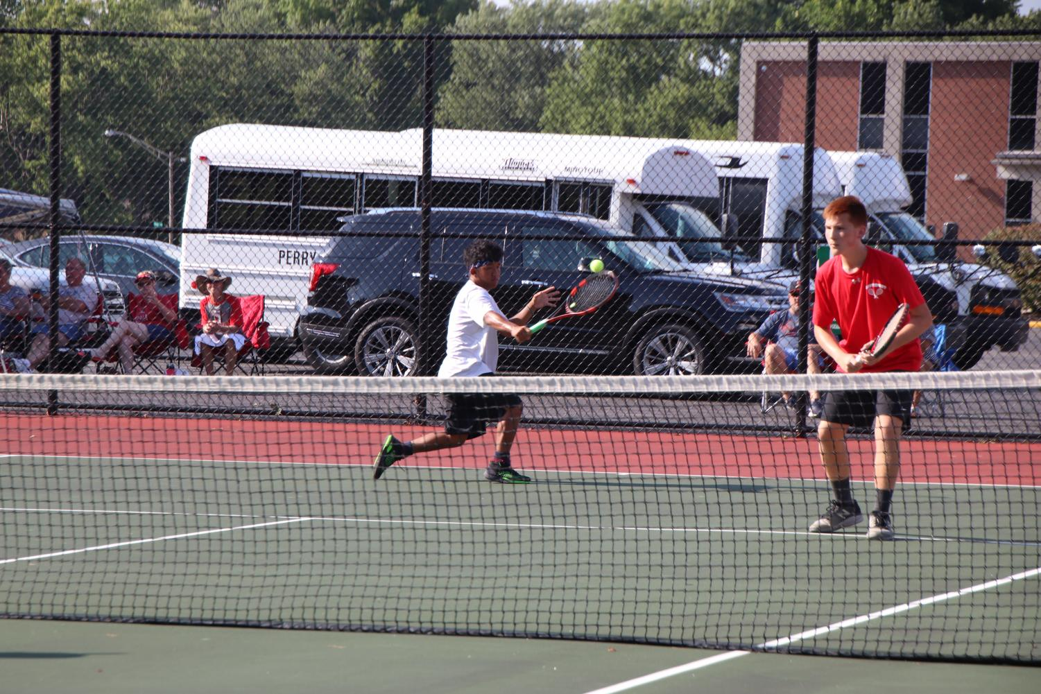 Sophomore+Thang+Ching+returns+the+ball+his+opponent+playing+in+doubles.+Ching+plays+with+Senior+Andrew+Nguyen+in+his+doubles.+Ching+and+Nguyen+lost+their+double+going+into+three+sets.+