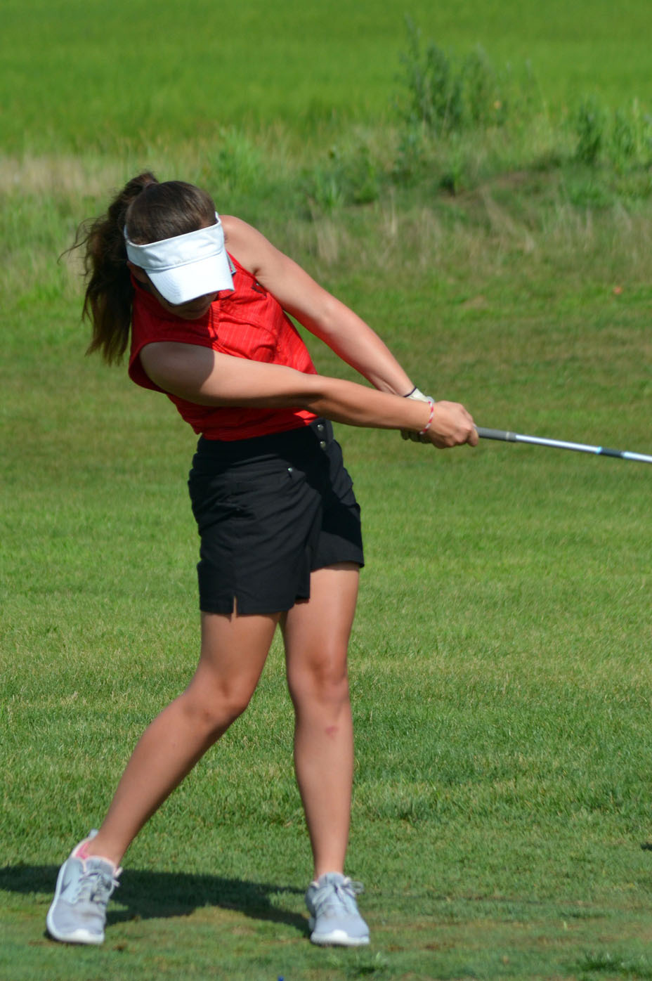 Freshman+Hannah+Matthews+makes+an+impressive+drive+to+begin+the+second+round+of+golfers+on+hole+one.+The+second+round+of+golfers+included+two+SHS+golfers+and+one+Ben+Davis+golfer.