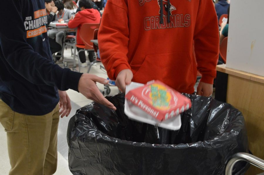 Students throw away their trash on Jan. 23. Jim Poyser suggests SHS should stray away from styrofoam lunch trays because of their negative impact on the environment.