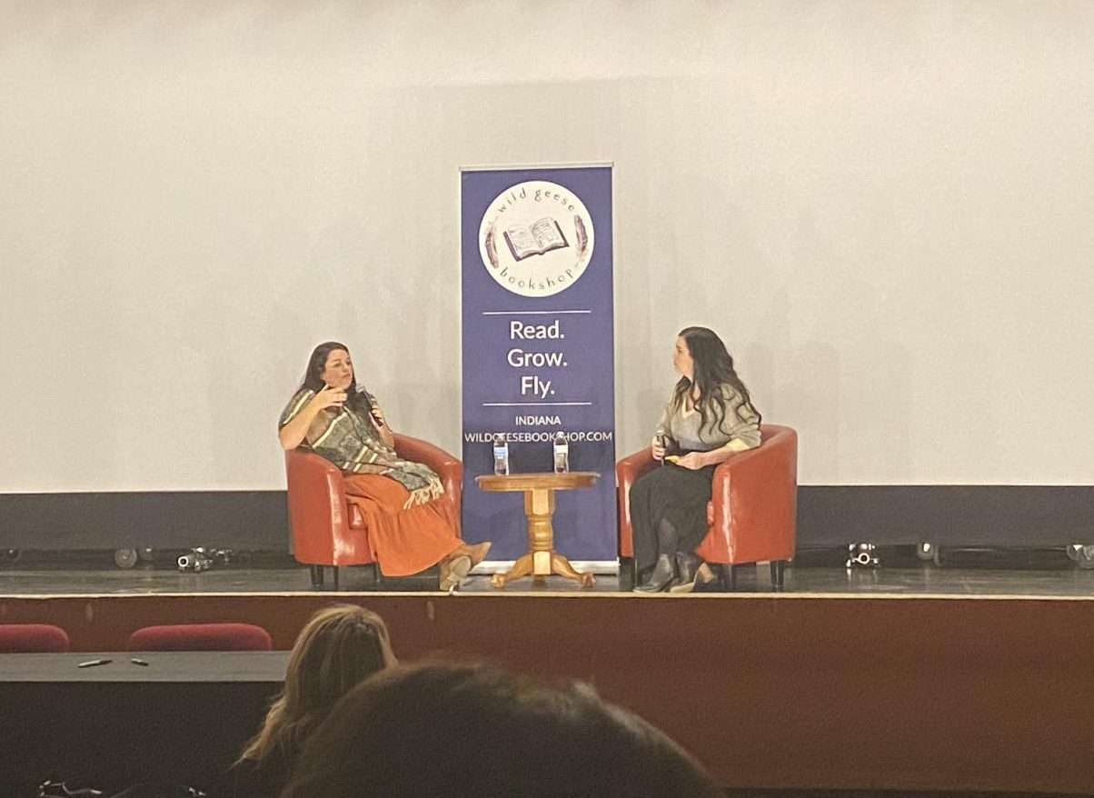 Authors Isabel Ibañez and Shelby Mahurin host an audience Q&A. They are promoting new books to book lovers at the event.