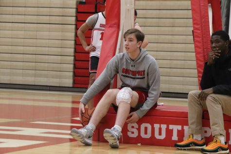 Matt Muñoz sits out at basketball practice on Feb. 20.