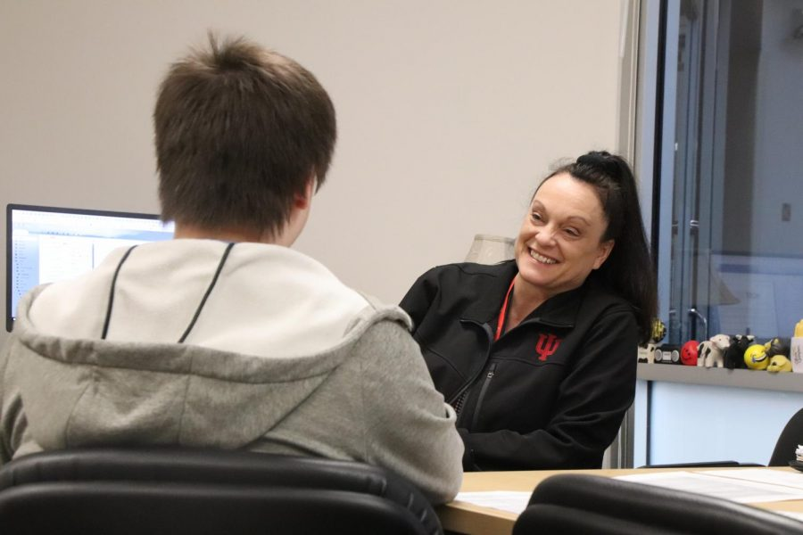 Counseling director Julie Fierce meets with a student on Feb. 20. Counselors in the Guidance Office meet with students to help them pick the pathway best tailored for their goals.