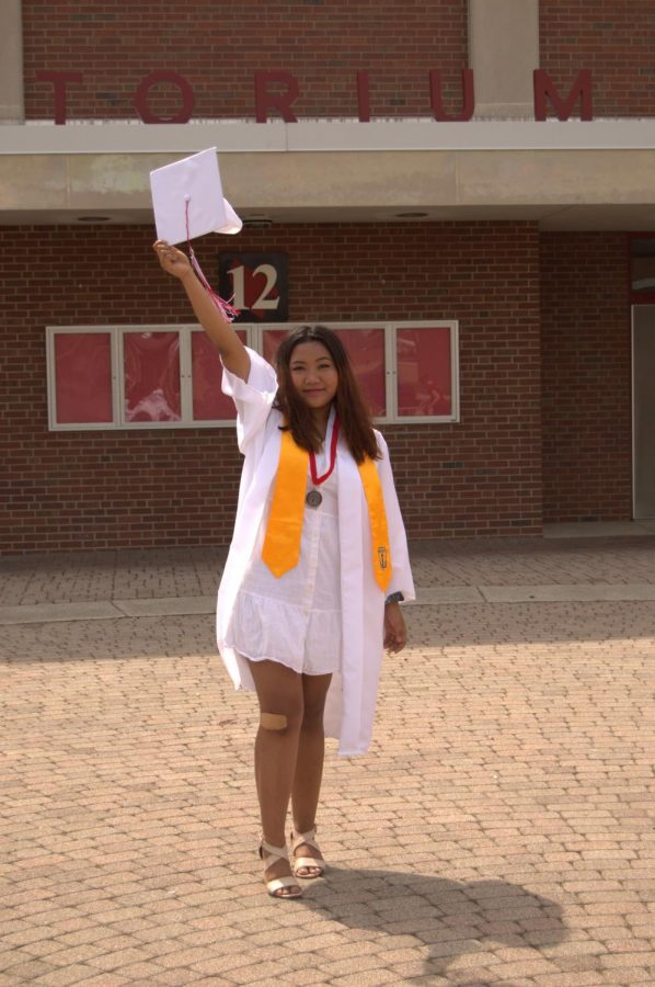 May 20 ah Sui Lauttlai in SHS ah zuk a zaih. High school a tteh hnu ah Indiana University ah kai ding.
